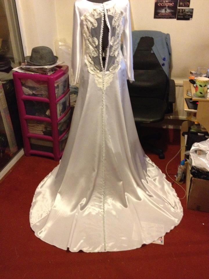 Et7 this weekend and sam s version of bella s dress will for Bella twilight wedding dress