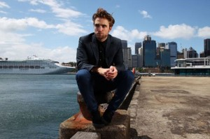 robert-pattinson-102212- (1)