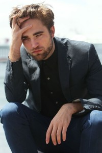 robert-pattinson-102212- (11)