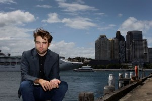 robert-pattinson-102212- (8)