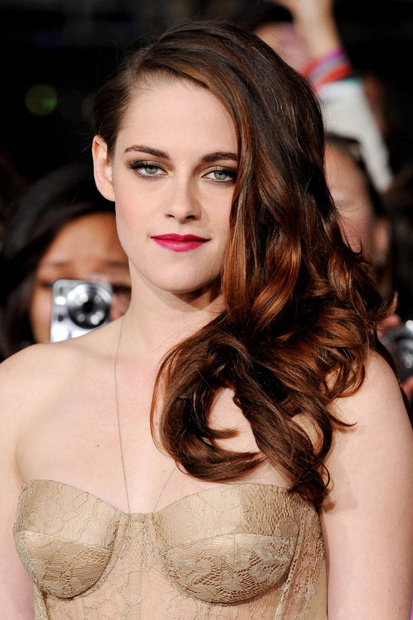 Kristen stewarts seven hair colors: is she having an identity crisis?, hair color: black/red undertone with red to